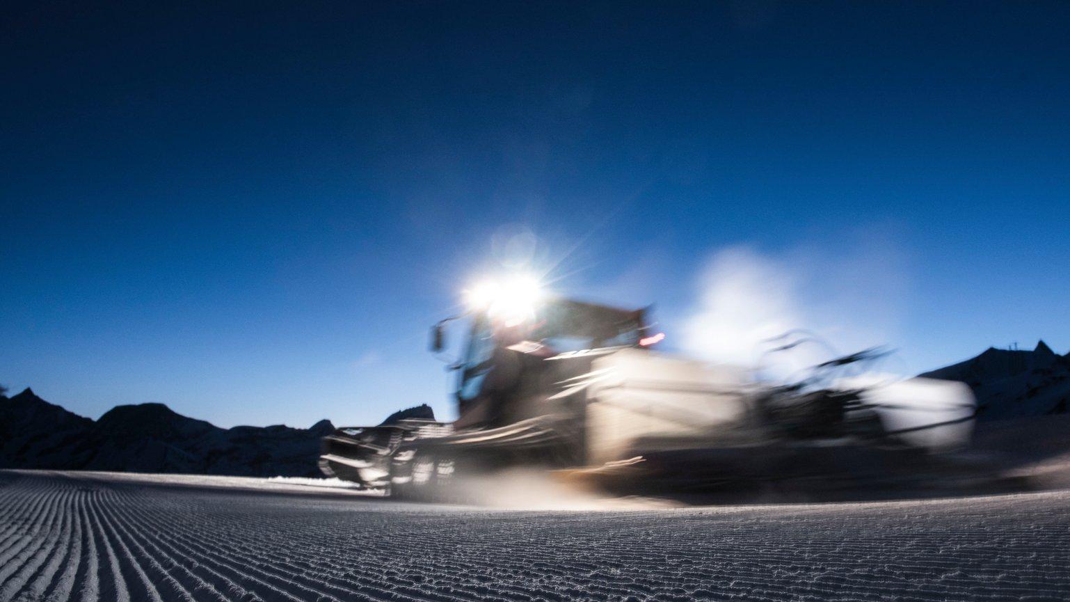 Winter experience: driving a PistenBully | Zermatt Bergbahnen